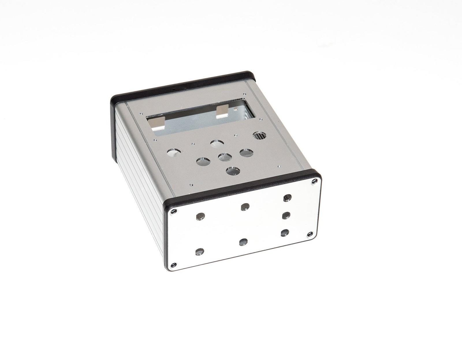 CNC frézování přesných otvorů do krabičky pro elektroniku